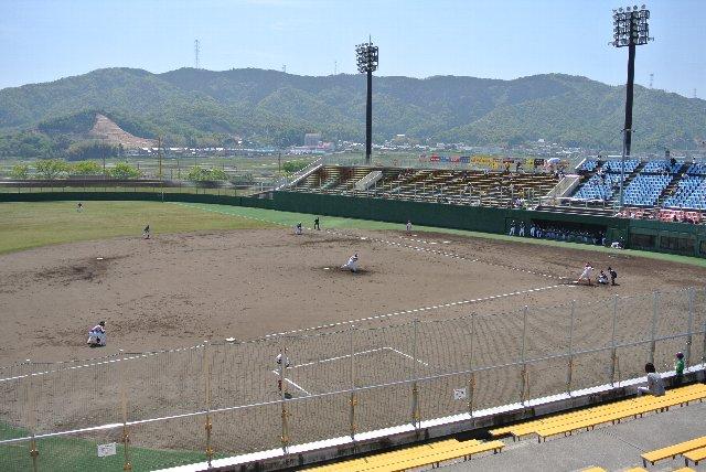 上下二段に分かれたスタンド席、必要十分な傾斜、観戦環境が整った素敵なスタジアムです。