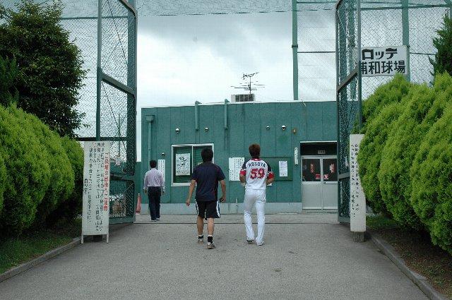 丁度、細谷選手が前を歩いていました。