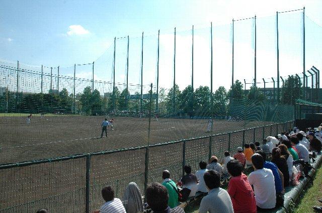 平日のデーゲームとあって、ホーム(三塁側)のベンチで観戦することが出来ました。