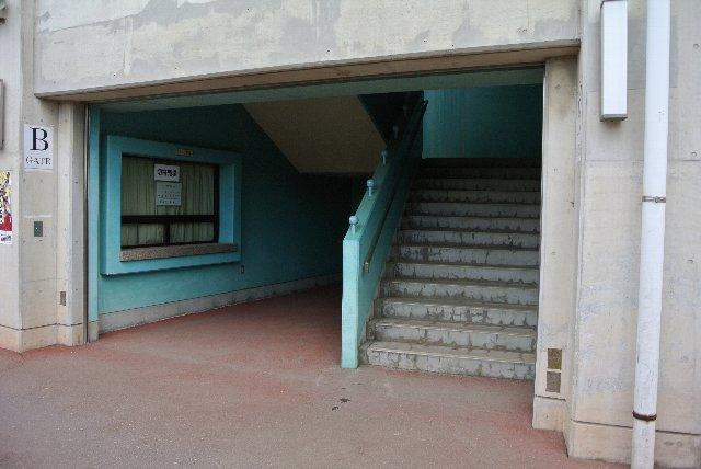 内野スタンドの各入口がどこもこんな感じ。