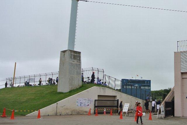 外野席からも試合風景を見てみたかった。
