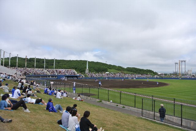 平日開催のファームの試合なのですが、円山球場を皆が愛している証拠か?