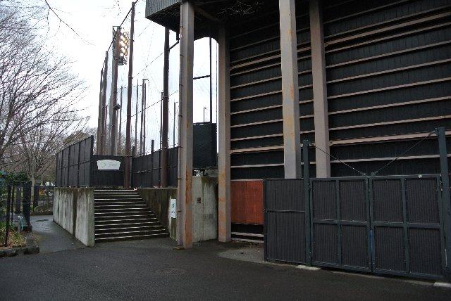 多くの観客が見込める試合では、外野席へ入る観客を分断するため、こちらのゲートを使う可能性が高そう。(ここでそんな試合、あるのか?)