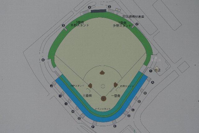 地方球場で、ここまで細かくゲートを設けている球場も珍しい。