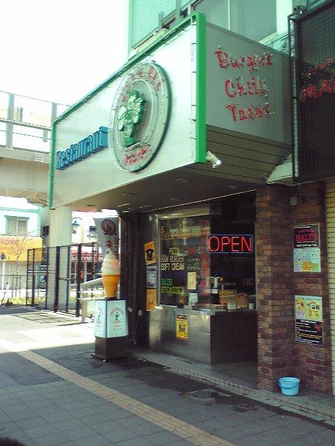 テイクアウトも可能、美味しいハンバーガーにかぶりつきながらの街歩きは如何?