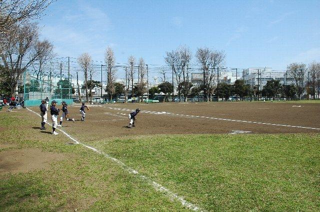 スタジアムの他に草野球場が二面あり、少年野球の大会も開かれていて球場周辺は非常に賑やか。