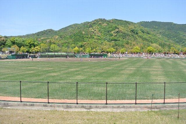 球場と言うより、広大な公園と言った方が雰囲気はあっているかもしれない。
