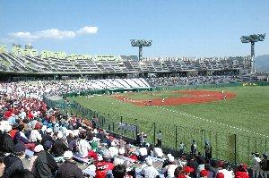 独立リーグとしては上出来の6100人強の観客を集めました。