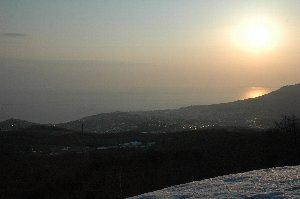 雪の壁が残り、強風が吹き荒れて寒い中、改めて北海道は北にあることを実感。