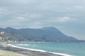 函館山同様、海に突き出た形となっています。