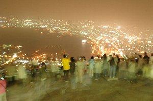 予想はしてましたが、函館山山頂は凄い人の数でしたね。