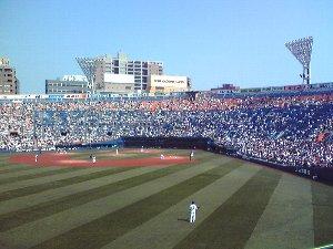 もう少し上段の席で見れたら、初めて横浜で観戦する同僚は楽しかっただろうなぁ。