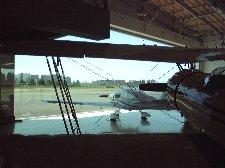 格納庫の中には2010年7月よりオンエア中の某CMに登場する黄色い飛行機が格納されていました。