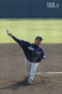 打者に死球を与えた後の態度が頂けない「困ったちゃん」な投手です。さすがは、ドーピングでならした森慎二が監督を務めるチームだけのことはある。