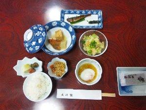 シンプルな朝食ですが、何よりもご飯が美味しいので大満足です。