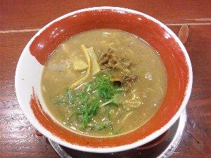 豚骨ベースのこってりとした濃厚スープ、麺の太さが選べるのが嬉しい。