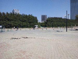 ここから海浜公園に向かったエリアの被害が甚大、通行禁止となっていました。