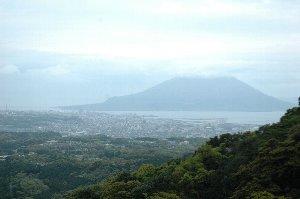 薄曇りの今日、桜島がくっきりと見えることはなかった(泣)。