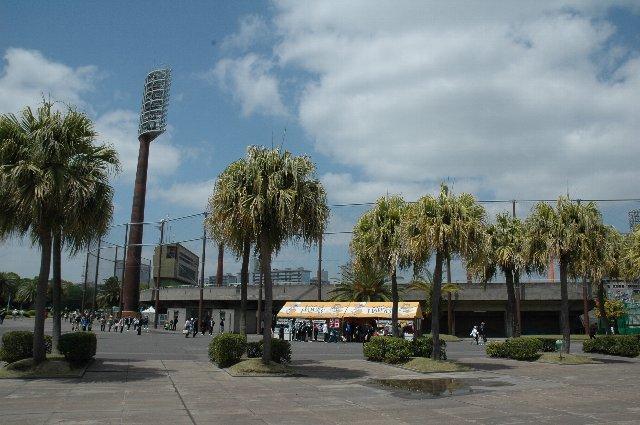 鹿児島でプロ野球の公式戦が開催されるのは6年ぶり。折りしも「九州新幹線全線開業記念」と銘打って開催されました。