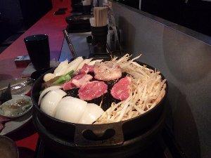 前回は馬肉、今回はラム肉、次回の宴会で食すものは一体...。