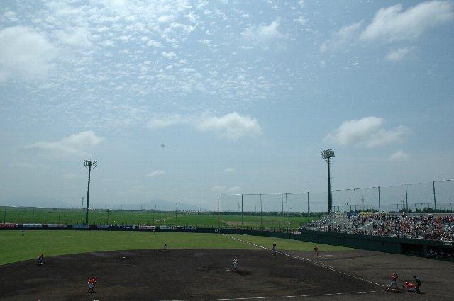 新潟市西区(旧黒埼町)に開場した「みどりと森の運動公園野球場」の柿落としとなったこの試合ですが、色々な要素が絡み合って試合内容は酷いものになってしまった。