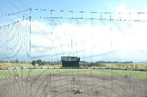 五泉市郊外の水田地帯の中に球場はある。