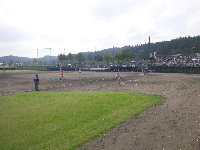 地方にある小球場だからこそ、ネットをぎりぎりまで廃して、野球を生で観戦する醍醐味を醸成して欲しいものだ。