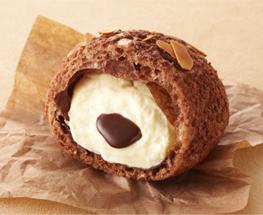 中央のチョコレートクリームがアクセントになってます。