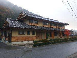 最近新築オープンしたという宿は木の香り豊かな綺麗な宿でした。