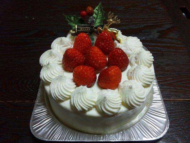 珍しく、ホールでケーキを調達してみました。