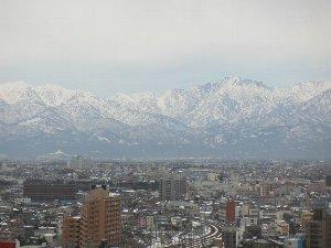 約10年前に撮影した立山の画像ですが、今年はあの時よりも雪が多いような予感がする。