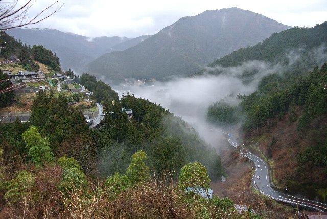 この絶景に足を止めることなく、足早に歩を進める他の観光客は西祖谷に何を求めているのだろうか?