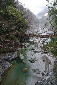 この橋を渡るのに500円は、少々やり過ぎ。