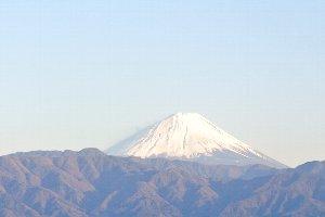 山梨以東は良く晴れていたようで、富士山に雲が掛かることは無かった。