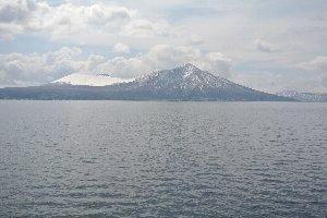 雪を被ったなだらかな稜線を見ていると、無性にアイスが食べたくなってくる。