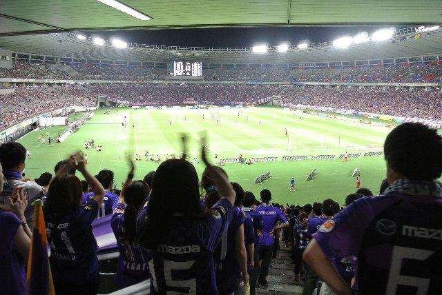 山形や千葉のサッカーを見慣れてしまうと、アグレッシブな広島のサッカーは実に楽しい。