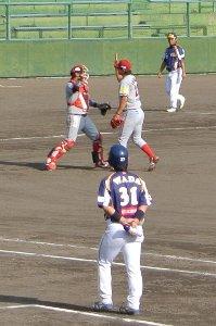 最後の打者石橋を三振で斬って取る。やはり、三振で試合を締めると絵になりますね。