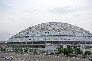 屋根のある球場って、やっぱりときめくものがありません。