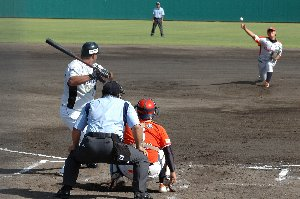 打者にまともにバットを振らせず、打球は全て力のないフライに。