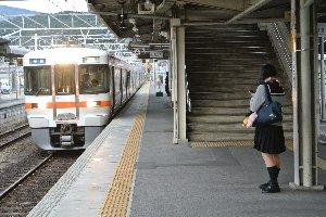 列車本数が限られる塩尻〜中津川間さえ越えてしまえば、あとは楽勝。