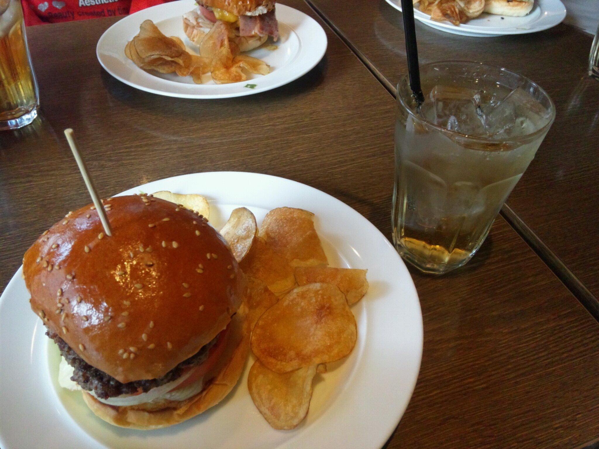 横須賀で頂いたネービーバーガーに近いものがあります。