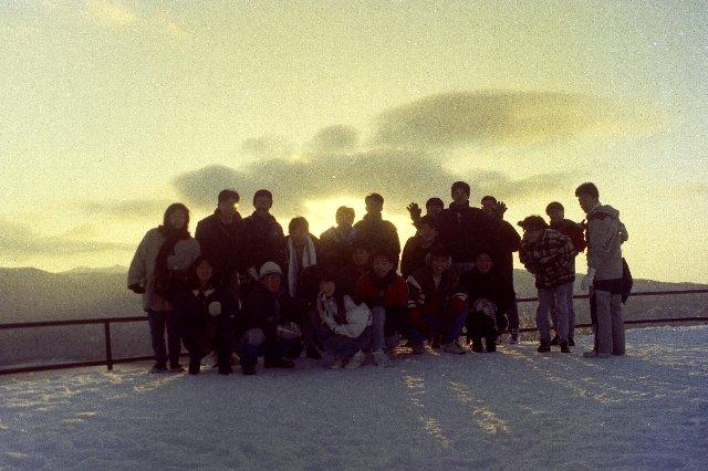 なかなか晴れる日が少ない季節、美しい日の出を共有できたメンバーは大切な仲間である。