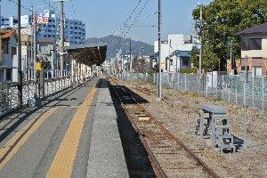 工場専用線みたいな路線なので、日中に走る電車はありません。