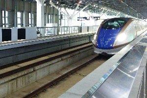 新幹線ホームが幅を効かせた随分とつまらない駅になってしまいました。