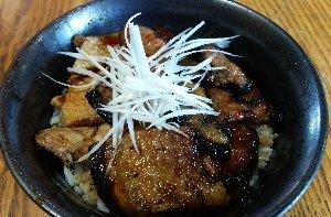 ぱんちょう以外の豚丼、初めて食べました。