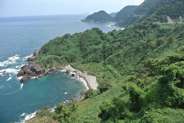 伊根町と京丹後市の境付近、経ヶ岬の手前にあります。