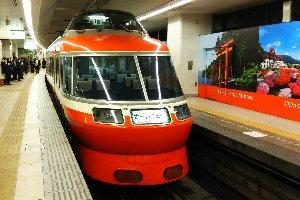 20時15分発唐木田行き、うちの定番列車です。