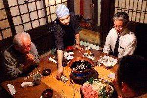 手前に居るのが英chan、今回の鍋奉行です。