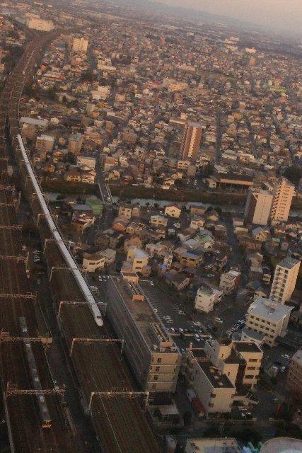 数分おきに猛スピードで通過していく新幹線、なかなか圧巻です。