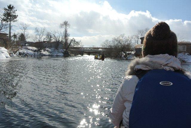 パドルを漕いでいる上半身は温かく、踏ん張っているだけの下半身は冷え切っている。